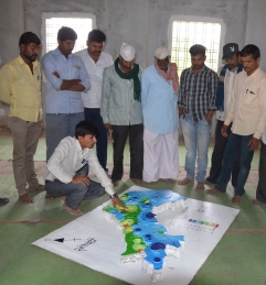 Initial stage of subsurface model ; Facilitator's explaining the 3D model