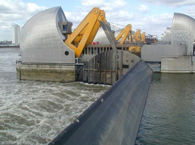 Thames_Barrier_raised (1)
